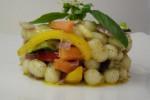 perle di patate e farina di riso con julienne di verdurine croccanti al basilico fresco