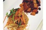spaghetti di soia piccanti con verdure miste e erbe fini, panzanella integrale e temphe con zucca, olive, capperi e cipolla rossa in agrodolce