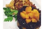 tortino di riso venere con mele e zucca alla paprica e noce moscata, frittella di patate e mela con bocconcini di soia al latte di cocco e curry
